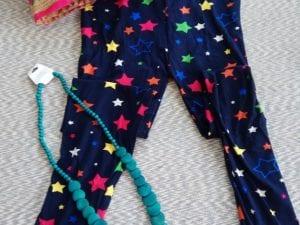 טייץ כחול עם כוכבים צבעוניים