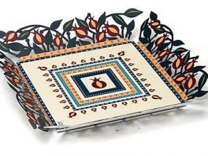 מגש מצה ממתכת איכותית בדוגמת מגזרת נייר. עיצוב וייצור ישראלי מקורי.