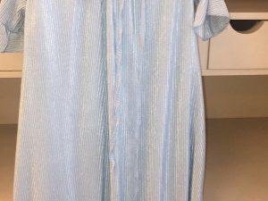 שמלת פליסה תכלת