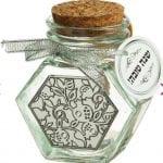 צנצנת דבש משושה בדוגמת רימונים
